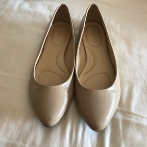 Classy flat nude dress shoes!